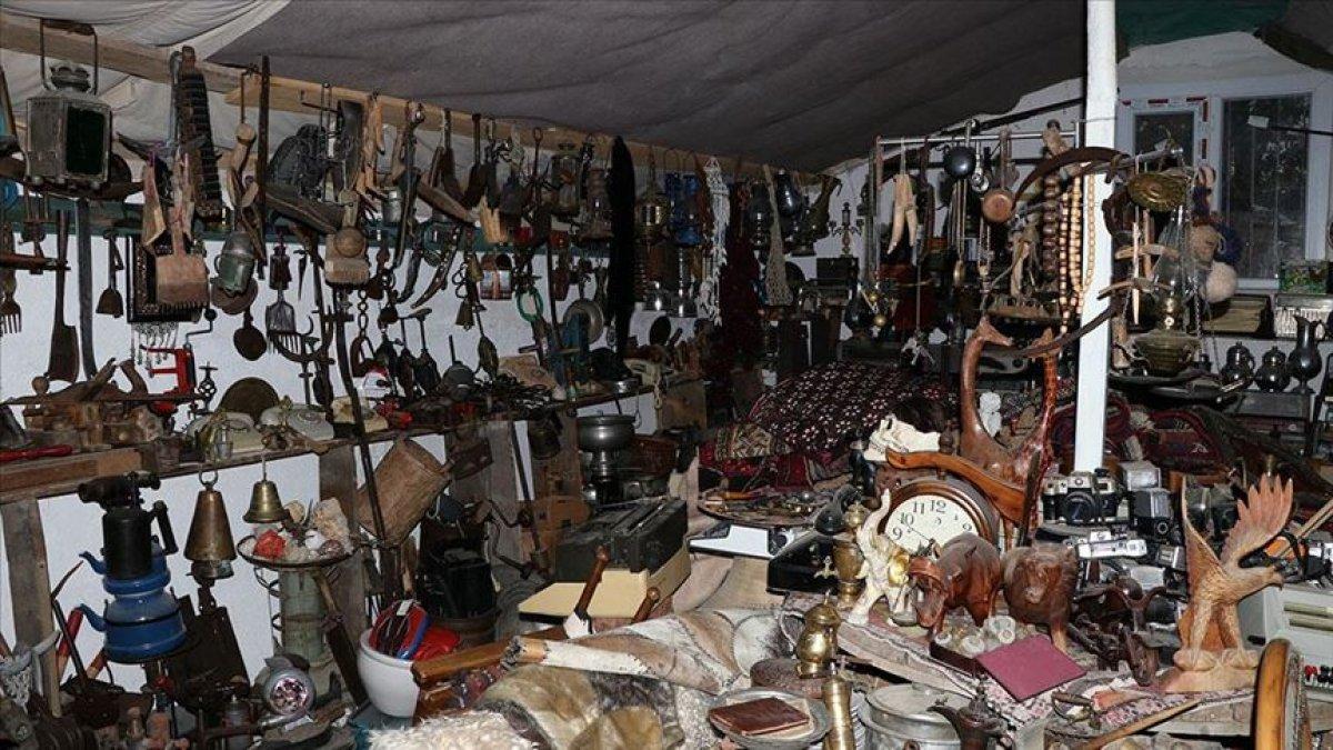 Niğdeli koleksiyoncu, evinde 5 bin parça antika sergiliyor #1