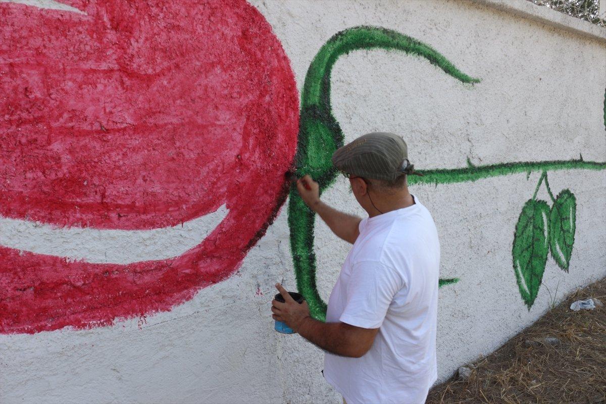 Adanalı ressamın çizimleri sokakları süslüyor #1