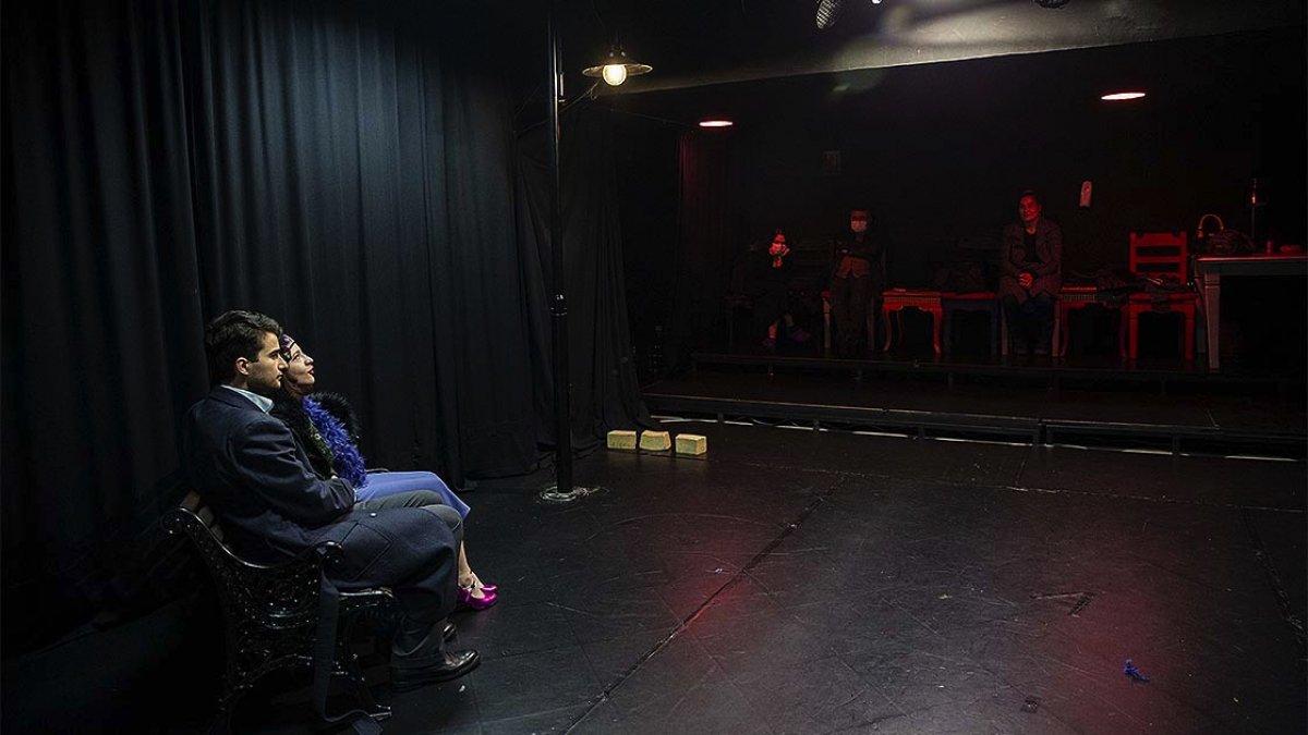 Miraç Eronat, evinin garajını tiyatro sahnesi yaptı #2